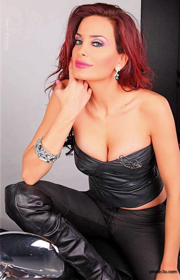 دومنيك حوراني تنشر صورة بفستانها الاسود