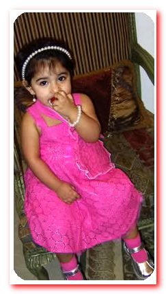 بنت صغيرة بفستان جميل