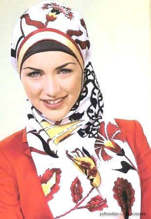 بنوتة جميلة بالحجاب