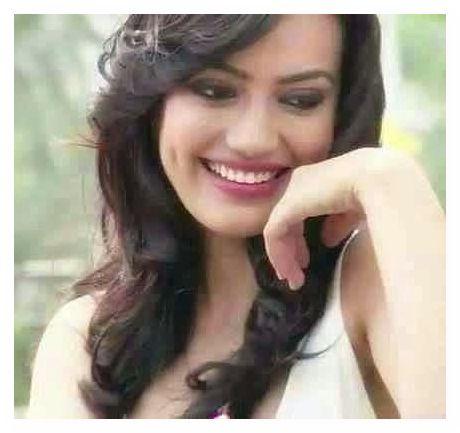 سوربي جيوتي Surbhi Jyoti صور زويا بطلة مسلسل قبول (2)