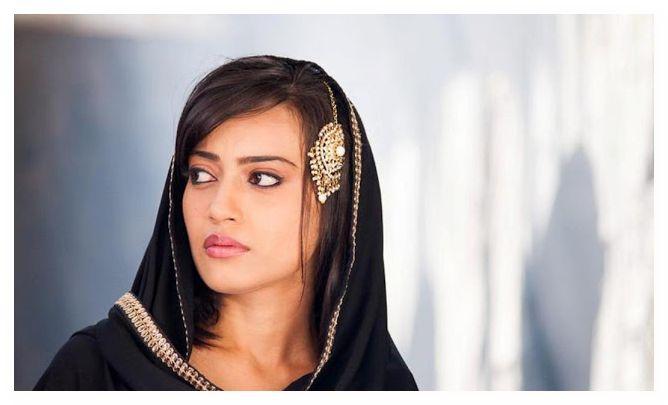 صور الممثلة الهندية زويا فاروقى بطلة المسلسل الهندى قبول