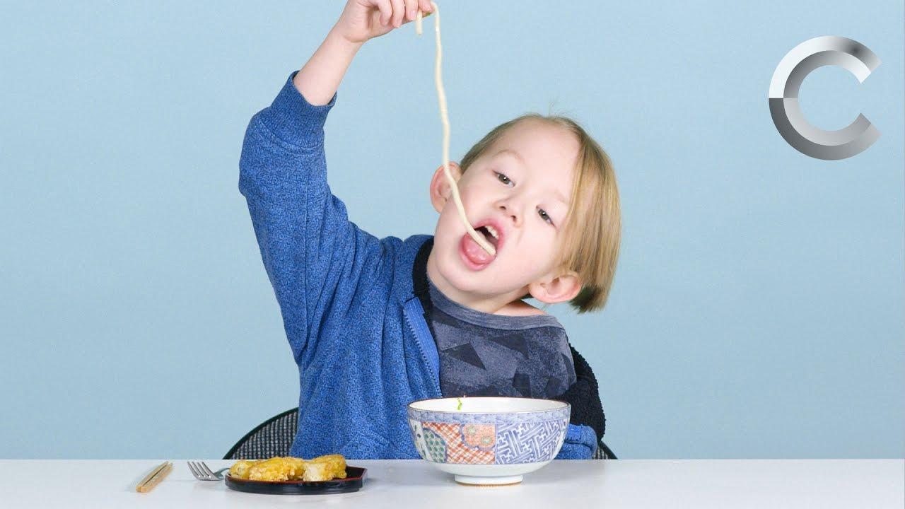 رد فعل أطفال يتذوقون الطعام اليابانى لأول مرة
