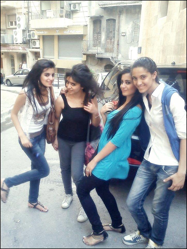 بنات سعوديات في استراحه
